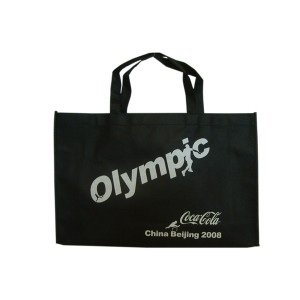 Nonwoven bag with hand